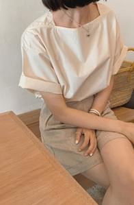 Bath Lock Boat Neck Roll Up Blouse