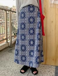Paisley banding long skirt