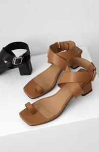 Square strap middle heel