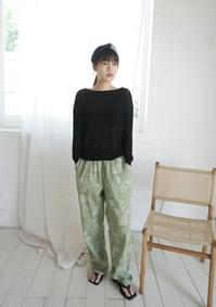 basic cut-off neck knit top