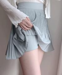 Hand pleated skirt pants