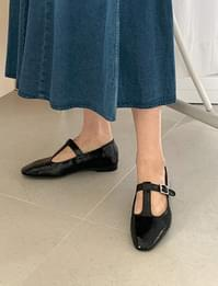 Edin Mary Jane Flat Shoes