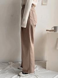 On-cotton pin tuck wide pants