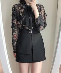 Say Floral Lace Ribbon Blouse