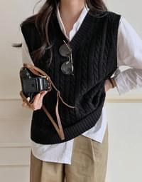 Teddy Twist Knit Vest