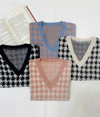 Vivid color knitted vest