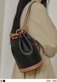COLORING LEATHER BUCKET BAG