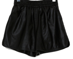 Side Slit Leather Banding Short Pants