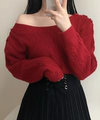 Ebon button lip neck shoulder knit