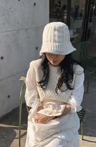 Cable knit bucket hat