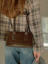 Of crack pattern crossbody