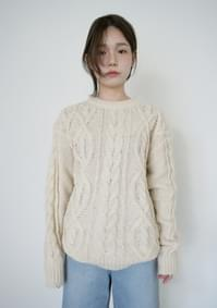 twisted bread over-fit knit