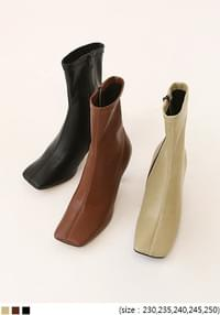 LEVRO SQUARE ANKLE BOOTS