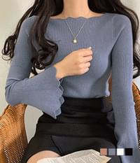 Wide wave knit sleeves