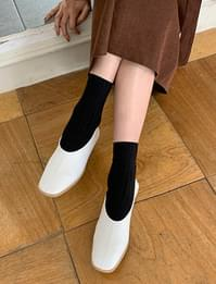 Low square flat shoes