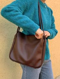 Inpouch square shoulder bag
