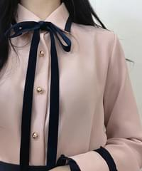 Arrow velvet tie blouse