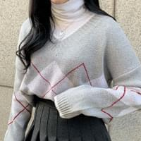 V-neck argyle knit