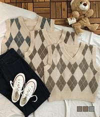 Java Chip Argyle Vest