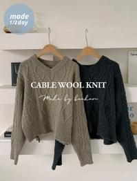 V-neck cable wool knit