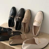 Chain two-way loafers