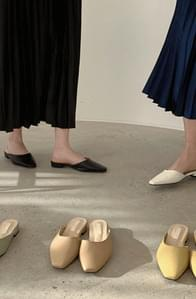 Unbalanced mules shoes