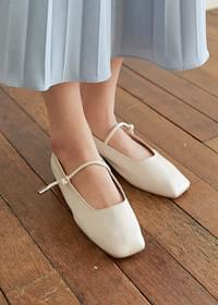 Square mary jane flat shoes