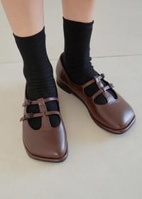 Shape-to-buckle loafers