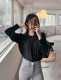 Croil shirring round blouse
