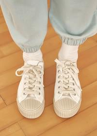 Plain rubber cap sneakers
