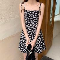 Daisy Retro Ribbon Strap Dress