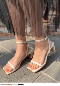 Daily sandals against the color