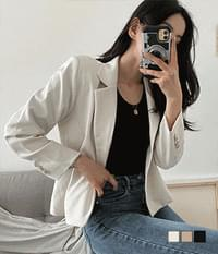Sally short jacket that is not envious of the department store quality