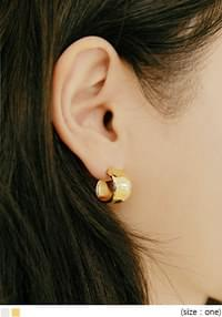 KENRY BOLD RING EARRING
