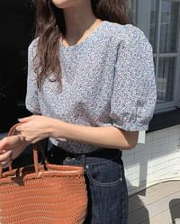 #Any place Laura flower puff blouse