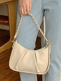 Shirred boat chain shoulder bag