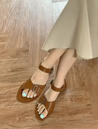 Daily Buckle Leather Flat Sandals