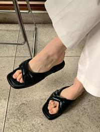 Volume Twist Cover Slippers