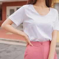 Pose You-neck Loose-fit Short Sleeve Tee