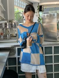 Chess Over V-Neck Knitwear