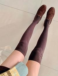A must-have knee socks