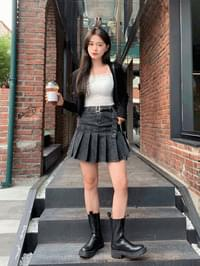 hip pleated belted skirt