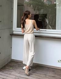Moderate wide one-pin tuck linen pants