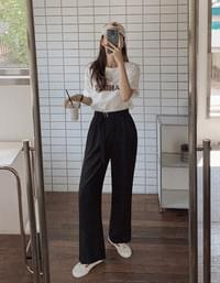 Ring belted two pin tuck wide slacks