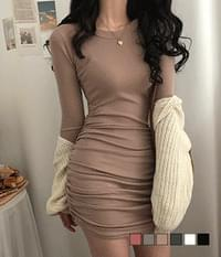 Gleaming mini Dress for the changing season