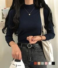 Easy-to-wear half-neck t-shirt