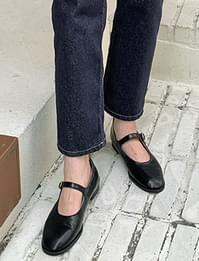 Moment Mary Jane flat shoes