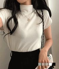 This is a thing layered half neck t-shirt