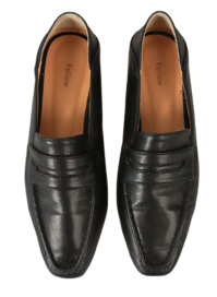 Intern material loafers