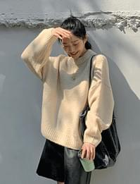 Bold Neck Loose-fit Round Wool Knitwear